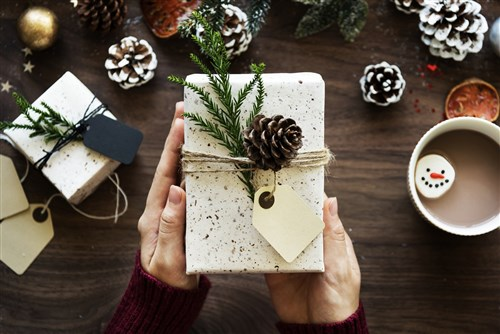 5 top tips for wrapping the perfect Christmas present
